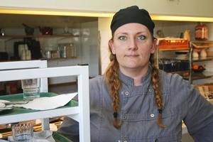 Kockutbildade Leila Boväng har vikarierat utan avbrott i fyra år i Nordanstigs kommun. Hon om någon är van vid att alternera mellan arbetsplatser.