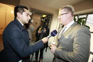 Sverigedemokraternas pressekreterare Linus Bylund har delvis växt upp i Örnsköldsvik. Linus och Sverigedemokraterna har några tuffa veckor bakom sig efter de uppmärksammade skandalerna inom partiet.
