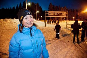 – Faller dagens skidinstruktion väl ut hoppas vi på en fortsättning, säger Jana Novak, Offerdals SK, efter onsdagskvällen då Offerdals nya invånare fick pröva på skidåkning.