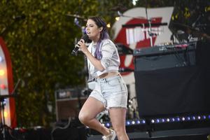 Molly Sandén under sitt uppträdande på Allsång på Skansen förra veckan.