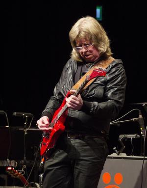 Janne Schaffer är helt enkelt en fantastisk gitarrist.
