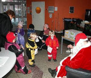 Barnen från förskolan Kompassen hittade naturligtvis utan problem. Värre var det för Julius som höll på att gå vilse bland alla tallar i Timråskogen.