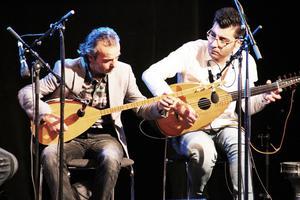 Världsmusik. Idris Jafo och Rudi Shekho i Byllermyren blandade svenskt och kurdiskt