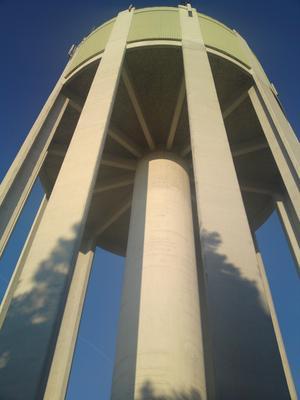 En vacker höstdag vid vattentornet i Stenhamra på Ekerö
