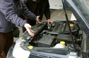 Bild: Jan Collsiöö/Scanpix Se till att få bilen testad på en teststation innan köp.
