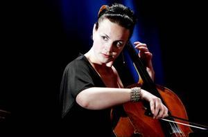 Katarina Åhlén på cello.