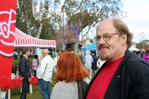 Kyrkorådets ordförande Jonny Springe (S) anser att det var rätt att låta kyrkklockorna klämta.