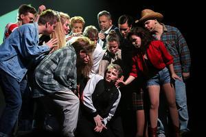 Musikalen Footloose hade premiär på en fullsatt Maximteatern i Borlänge i helgen.