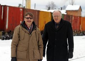 Kristdemokraterna Lars-Olof Eliasson och Lars-Axel Nordell tog sig en lunchpromenad förbi Inlandsbanan där den passerar Sveg.