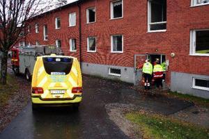 Räddningstjänsten fick rycka ut vid 15:30-tiden till Tallnäs. Larmet gällde brand i hyreshus. När räddningstjänsten kom fram var elden släkt. Det visade sig att det brunnit på en spis i köket i en lägenhet på andra våningen.