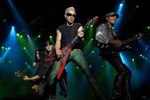 Veteranerna Scorpions lirar på Sweden Rock 2007. I år har festivalen konkurrens från ytterligare fyra stora hårdrocksfestivaler.Foto: Janerik Henriksson/ScanpixFoto: