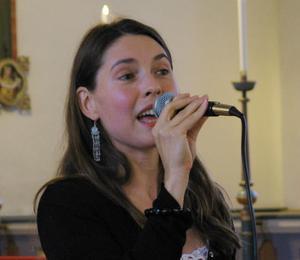 Caroline Stegenius bjöd på musik i sommarkväll tillsammans med Martin Edin.