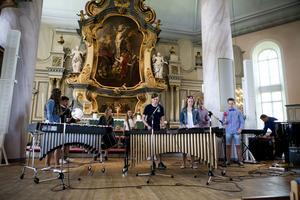 Det bjöds på en stor blandning av musik och sång. Den klasiska synthpoplåten Popcorn framfördes här på slagverk av Själevadsskolans elever.