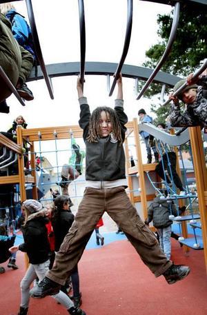 nöjd. Yones Elfadel, 11 år, är nöjd med Engelska skolans nya skolgård.