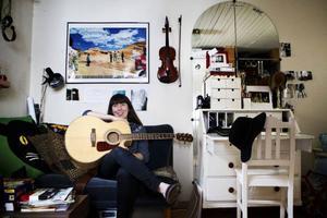 Thilda Persson släpper ny singel på Tullgatan 6 den 24 januari. Den 25 april gästar hon Popgeni.