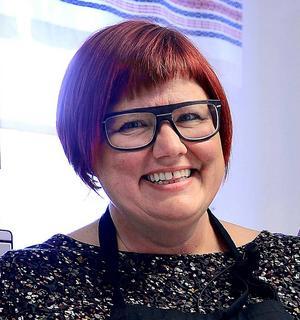 Anna Frisk, 47 år, Egen företagare Anna Frisk Konsult, Sundsvall:      – Kan du lova att du i denna valrörelse kommunicerar ditt partis ståndpunkter och fokuserar på det och inte de andra partiernas, i ert tycke, tillkortakommanden?