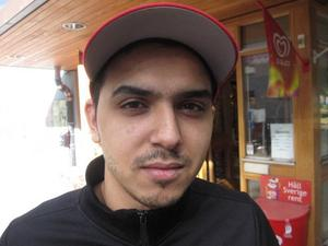 Selim Denaj, 24 år, träarbetare, Öster, Gävle:– De har ju synts väldigt mycket i media, kanske är det därför. Jag tycker inte att det verkade som om Socialdemokraterna tog valet på allvar, de ansträngde sig inte förrän på slutet.