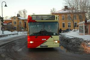 Fler linjer hotas. Det kan bli ytterligare nedskärningar inom bustrafiken i Sandviken. Av dagens tre stadslinjer blir det i värsta fall bara en kvar 2012. Dessutom hotas helg- och kvällstrafiken i både staden och landsorten av nedläggning.
