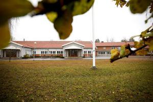 Nybo skola är i skolsammanhang ingen gammal skola. Den är i grunden välbyggd, invigdes 1958, och ritades av den erfarne skolarkitekten Sten Dahlén, skriver insändaren.
