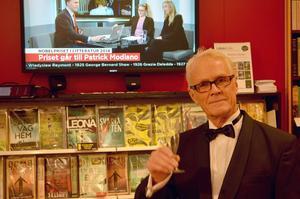 Bokhandlare Lennart Bergström, kunde snabbt konstatera att årets litteraturpristagare var en doldis, en överraskning