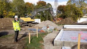 John Björn, är vd och grundare för fastighetsbolaget Swedish House Construction. Han tycker att det är extra roligt att bygga i Avesta eftersom han är uppvuxen i närliggande Långshyttan.