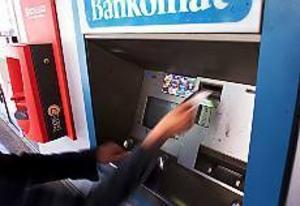 Arkivbild Se upp! Var försiktig när du tar ut pengar i bankomaten. Som vanligt under semestertider härjar ficktjuvar. Gävlepolisen tror att det är en liga som åker från stad till stad och som nu alltså befinner sig i Gävle.