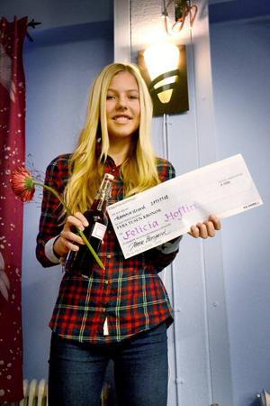 Ragunda kommun delade ut stipendium som uppmuntran för unga kreativa förmågor till Felicia Hoflin.