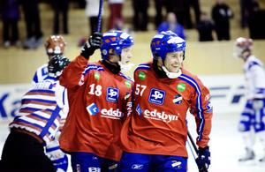 Edsbyn jublar efter segern 14–2 mot Kungälv hemma i Dina Arena.