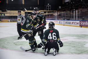 En dramatisk helg är till ända. ÖIK kan jubla efter totalt fem poäng och en direkt avgörande straffseger i Piteå. Deppigare i Örnsköldsvik som kastade bort chansen att gå till allettan.