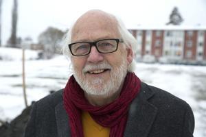 MP vet om vad vi vill men inte V, säger Ingvar Henriksson (S) vars motiv för förslaget om nedläggning av kultur- och fritid nu ifrågasätts.