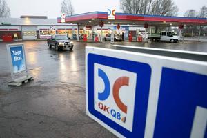 OKQ8 drev bensinstation på Masergatan. Verksamheten lades ned i januari 2015. Nu köper kommunen marken - för att använda den som parkeringsplats. På sikt kan det bli annan användning.