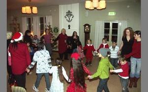 Dans till klassiska jullåtar.FOTO: ANNA ENBOM