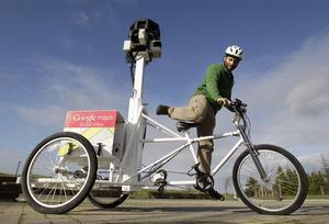 Googles cykel tar sig fram där inte bilarna kan åka.