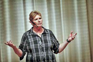 Annika Östberg har levt ett hårt liv men sägs ändå behärska konsten att förmedla hopp.