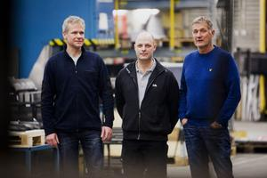 Det är nöjda chefer som pratar personal. Från vänster ses Lars Wallström, Peges, Magnus Johansen, Exte och Leif Ångman, Mittx.