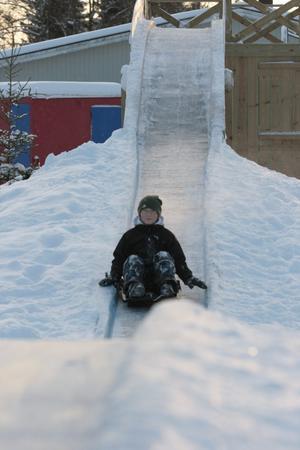 Jättekul, och det gick fort, tycker Jonathan Karlsson, 12 år, som just provåkt banan för första gången tillsammans med sin lillebror Albin Karlsson, sju år.