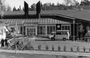 1990 blev det i alla fall den nya Hansåkerskolan klar.