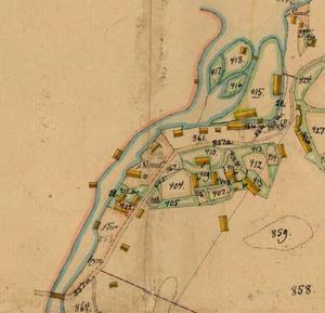 På denna detalj av kartan från 1880 års hemmansklyvning  framgår att nu håller manufakturverket till på den södra sidan av ån och böndernas samfällda verksamhet är på den norra sidan