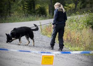 Polisen söker efter bevis i området kring Vårdkasen.