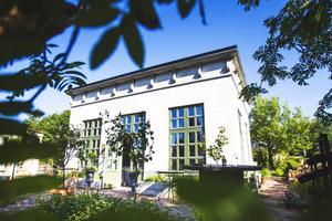 Stilren symmetri ger italiensk bygglädje i Ljusdal.