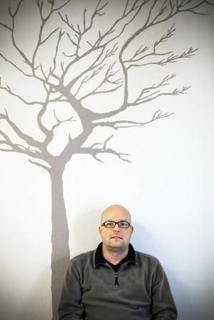 Panikångesten är en ständig följeslagare för Stefan Falkelind. Han tycker att det är begränsande att leva med den. Men med åren har han ändå lärt sig hantera den rätt bra.