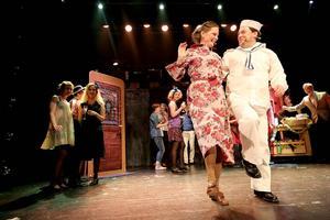Musikalen Cabaret hade premiär på Maximteatern i Borlänge på fredagskvällen.