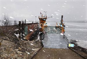 Det är det dåliga och kalla vädret den senaste tiden som är anledningen till att färjan mellan Håkansta och Norderön inte kan gå i trafik. Vattenståndet är alldeles för lågt.