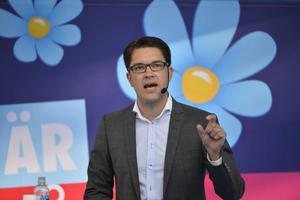 Vänsterpartisten Jessika Svensson varnar för Jimmie Åkesson och hans Sverigedemokrater, vilket  hon anser vara ett hycklande rasistiskt parti som inte är något alternativ för pensionärer.