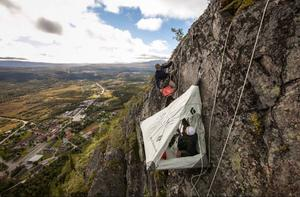 När gästen vaknar på morgonen och solen värmer tältet är det frukost med Funäsdalens bästa utsikt.
