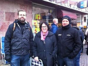Martin Rhodin, Eva Segersten och Patrik Öhman väntar på sina Bruce Springsteen-biljetter.