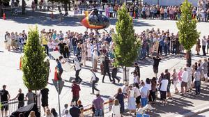 Bilden är från i somras när helikopterscenen i Tårtgeneralen spelades in.