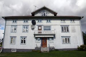 Staffan Iljegård funderar att även välja tv via fiber, i så fall försvinner parabolerna på husväggen.