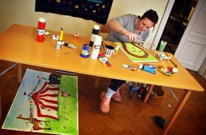 Åsa Sundström tycker om att måla livfullt och gärna barnsligt.