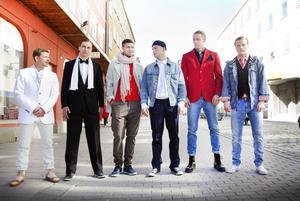 Hårda killar efter styling. Jonas Lantto, Marcus Hansson, Linus Malmborg, Alexander Falsetas, Olof Mård och Erik Larsson har fått coolare stil med attityd.